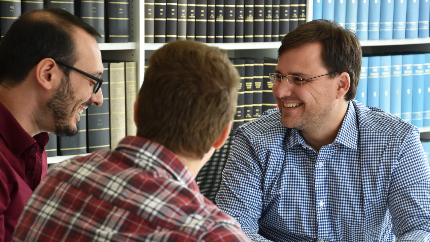 Ein Mandant spricht mit Claus Schwarz bei der Steuerberatung Ingelheim - Mandant werden